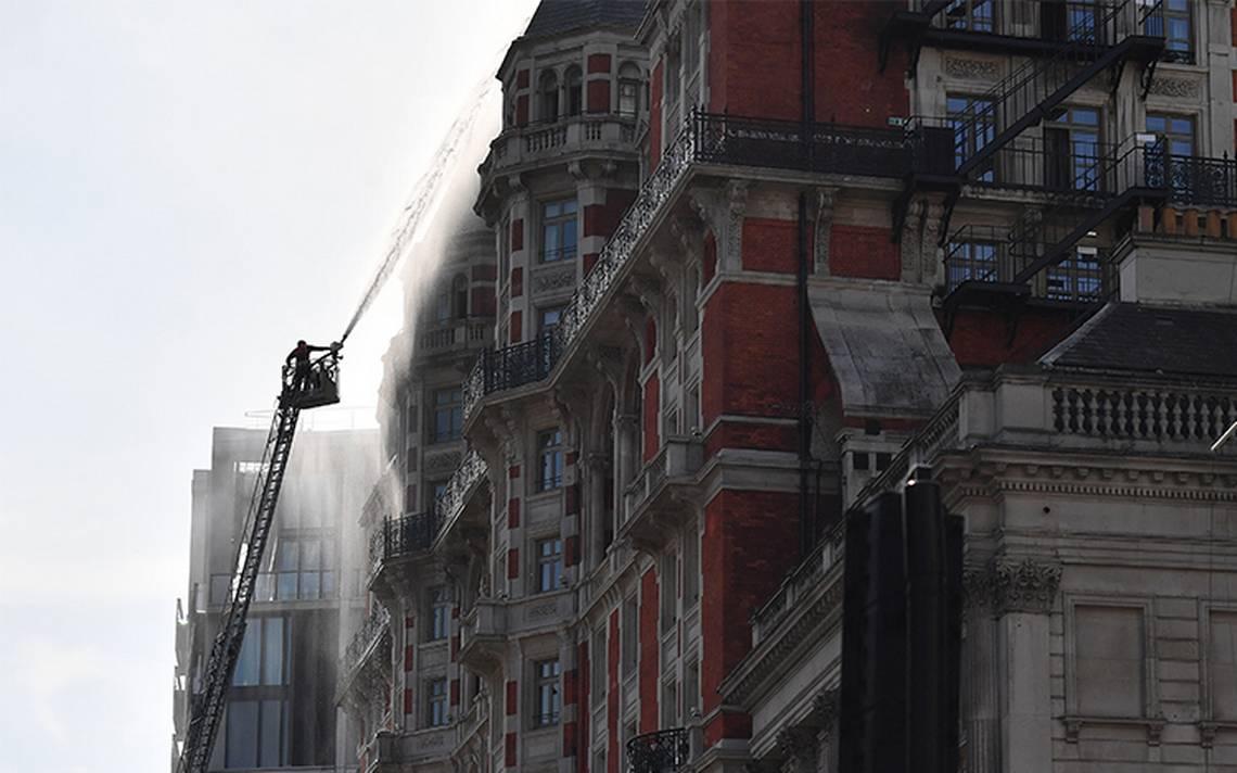 Casi 300 personas fueron evacuadas con éxito del hotel incendiado en Londres