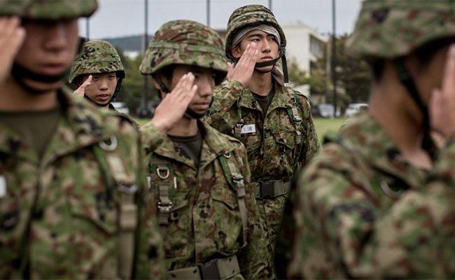 Japón aumenta su presupuesto militar para el próximo año fiscal 2018