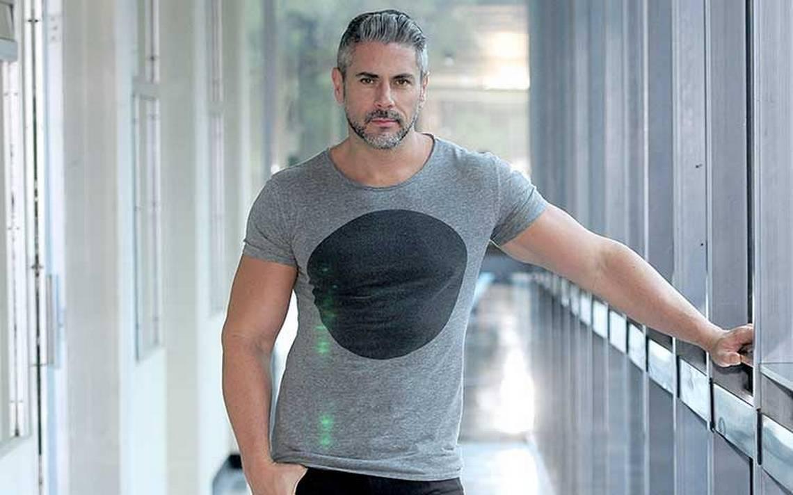 Ricardo Crespo es un actor versátil que llena la pantalla chica con su imagen