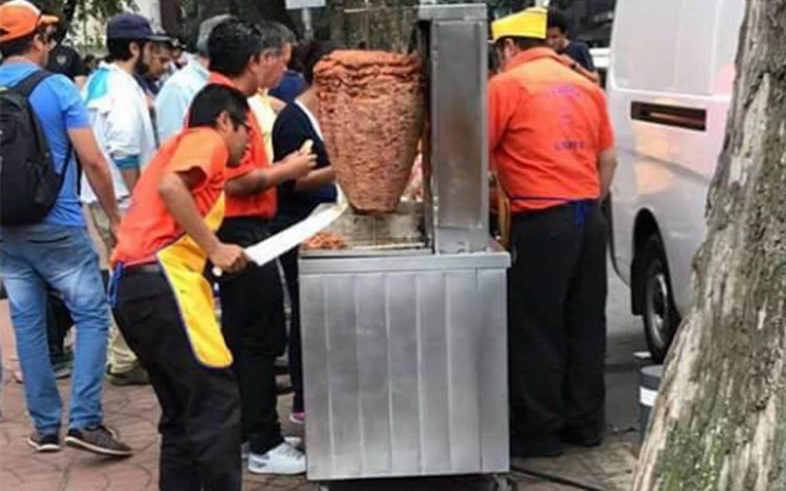 """Regalan """"tacos de solidaridad"""" a rescatistas y voluntarios"""