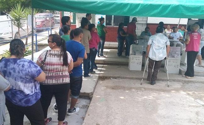 Priistas encierran a funcionarios de casillas y exigen recuento en Coahuila