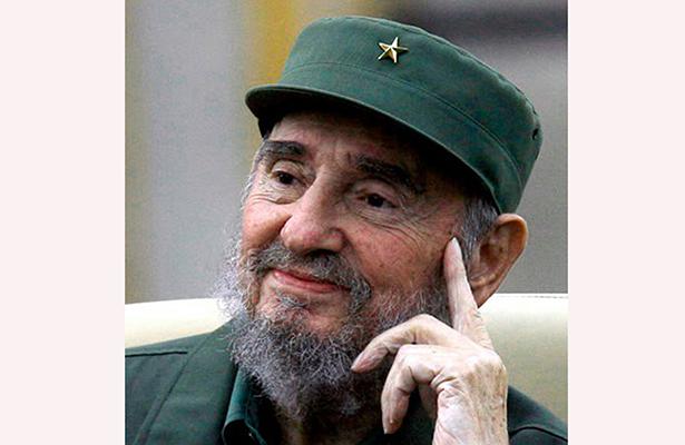 """Afirman que Fidel Castro murió  """"confortado por la religión"""""""