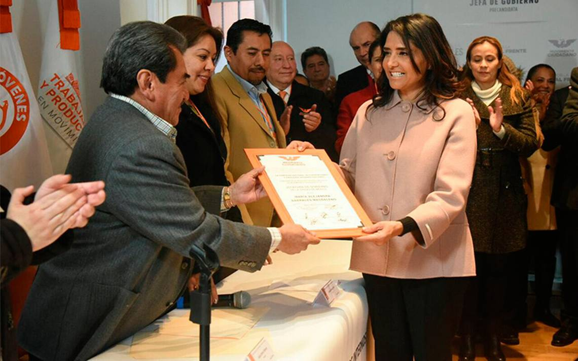 Alejandra Barrales hace oficial su registro como precandidata