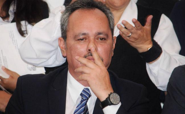 Hay 45 firmas contra Rigoberto Salgado
