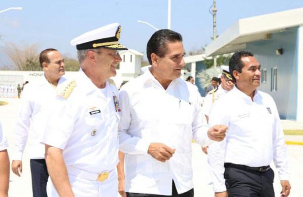 Inauguran zona naval en Aquila, Michoacán