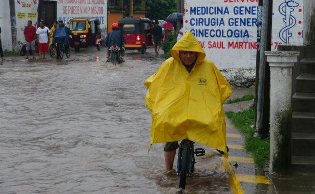 Suspenden clases en tres zonas de Oaxaca por lluvias