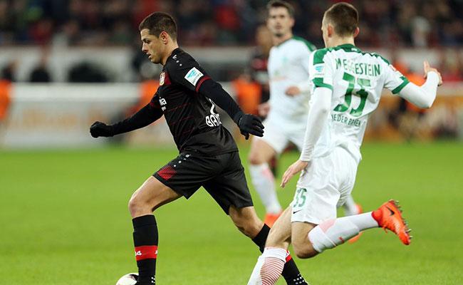 Claudio Pizarro anota el gol con el que empata ante Bayer Leverkusen