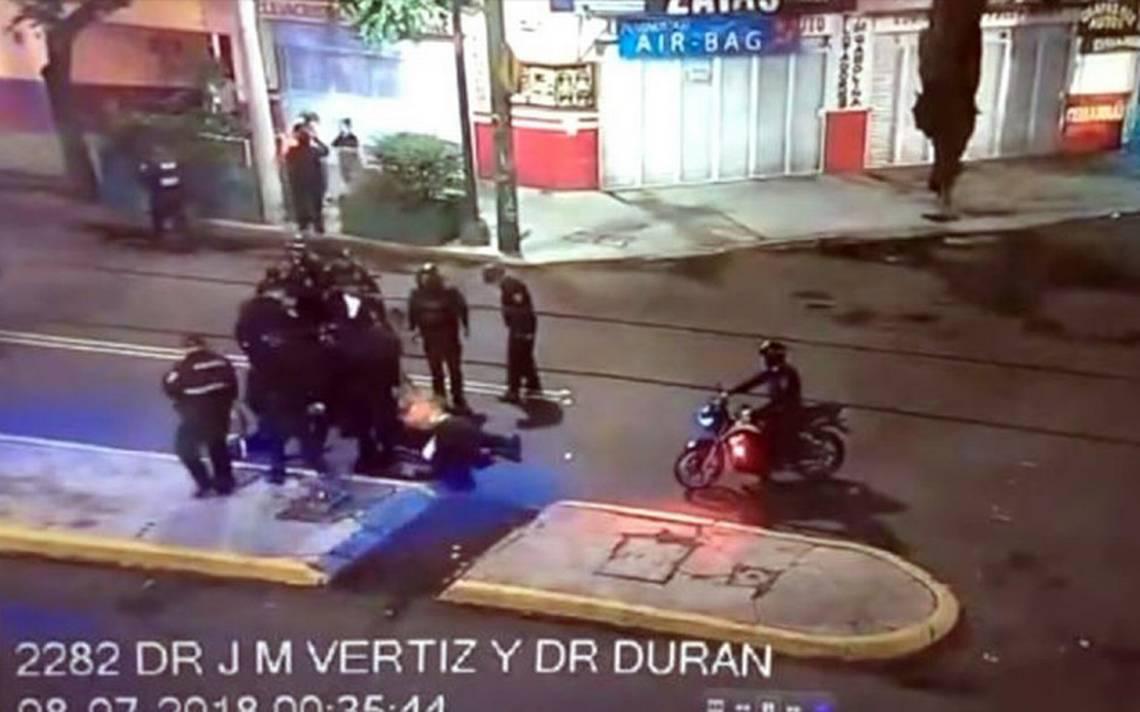 [Video] Así fue la golpiza contra reportero por policías en la Doctores
