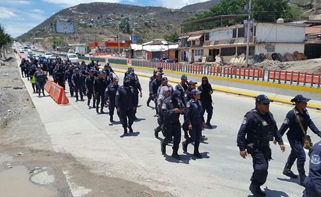Dan de baja a 176 policías estatales