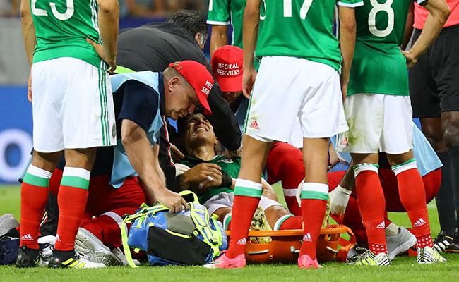 Carlos Salcedo, fuera 3 meses de las canchas por operación
