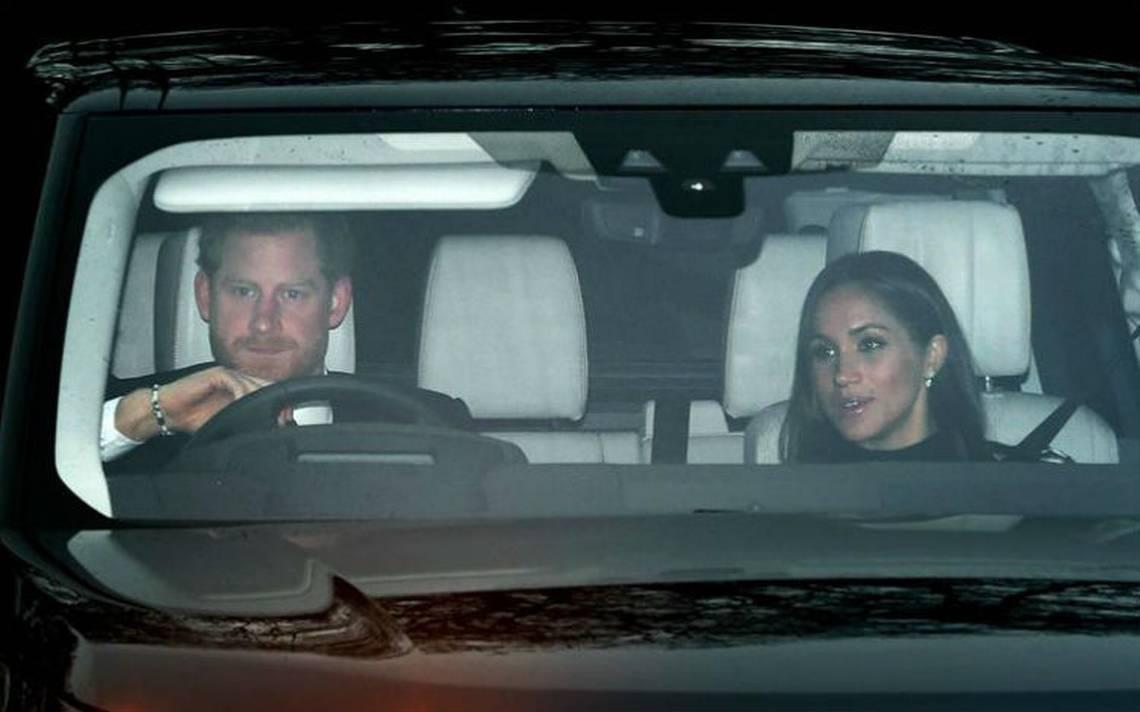 El príncipe Harry y su prometida Meghan Markle acuden al almuerzo navideño de la familia real