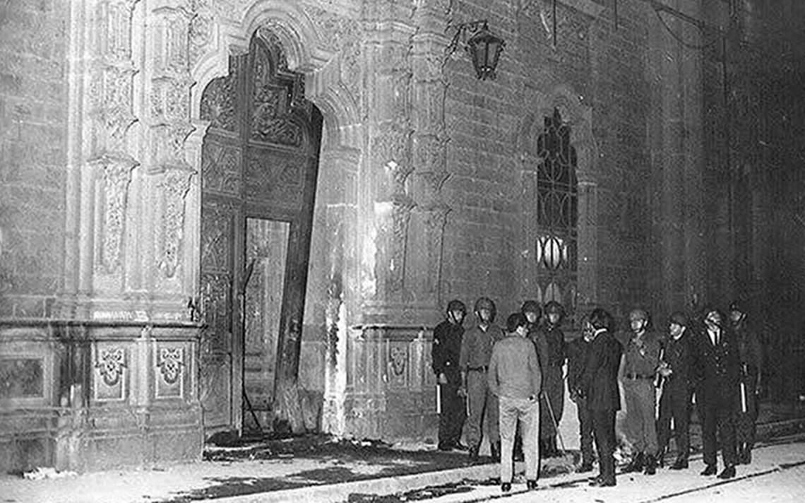 UNAM recuerda bazucazo en San Ildefonso que inició el movimiento del 68