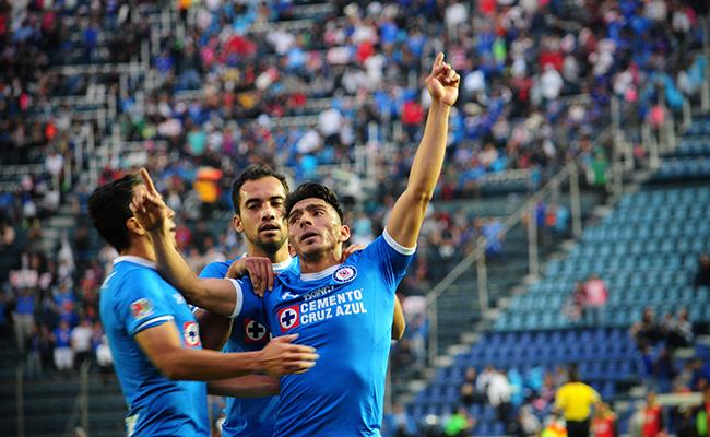 Cruz Azul saborea la victoria; sorprende a Jaguares 2-0