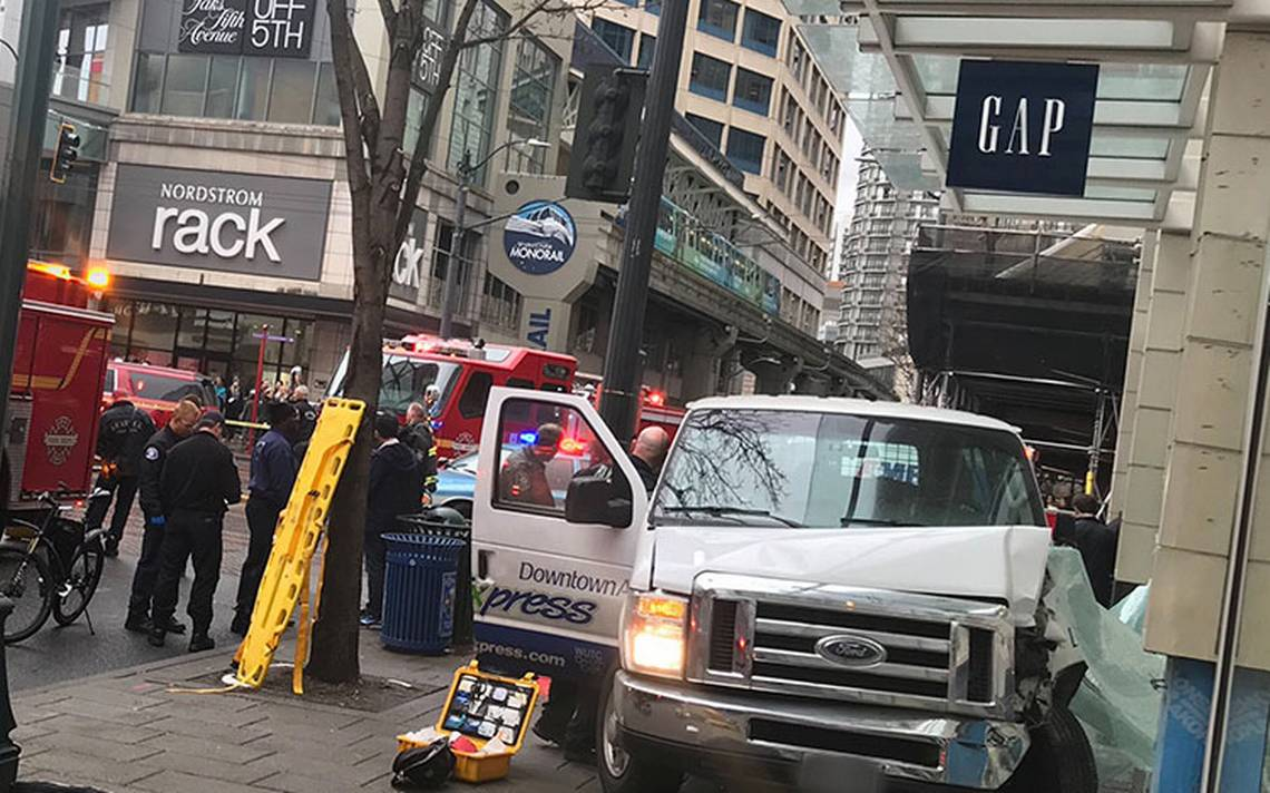 Camioneta embiste a peatones en Seattle; hay al menos seis heridos