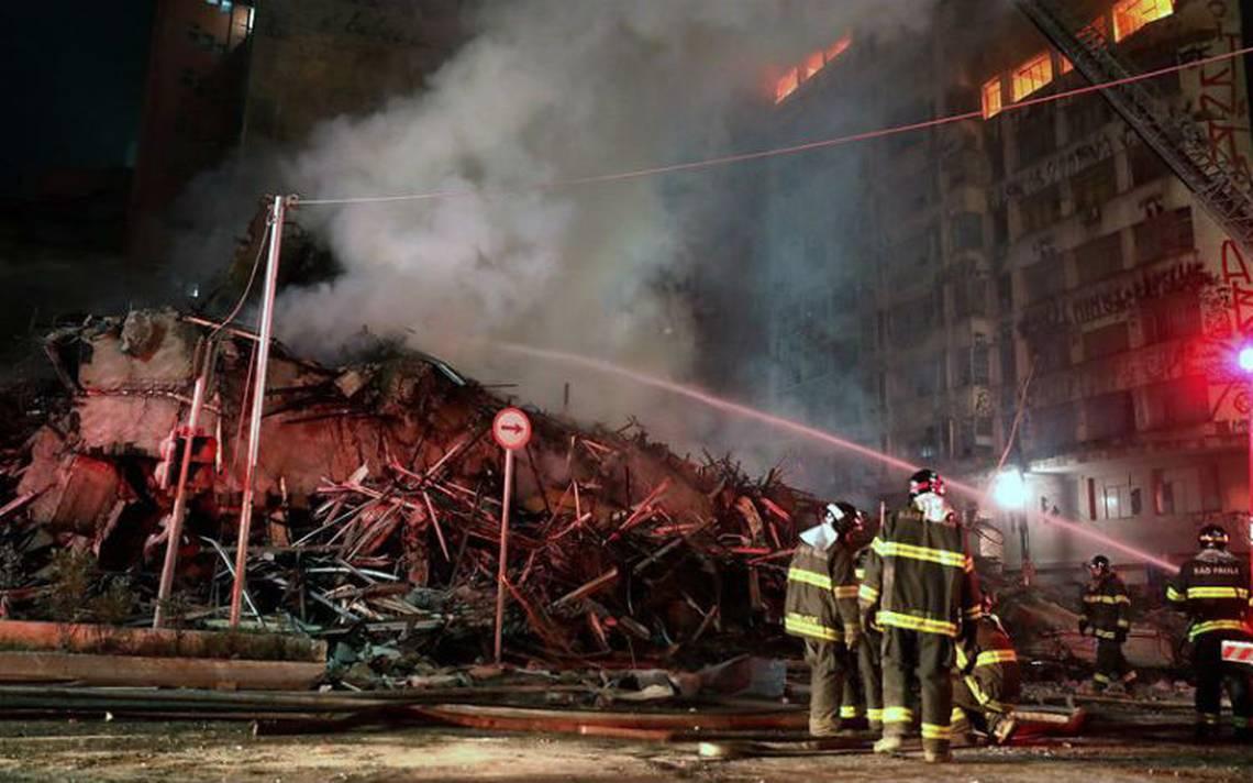 Edificio en llamas se derrumba en Sao Paulo, reportan un muerto y tres desaparecidos