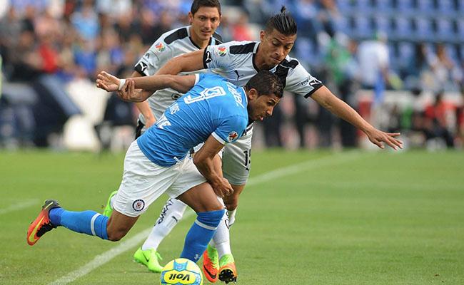 Cruz Azul deja ir la victoria ante Querétaro; empatan 1-1