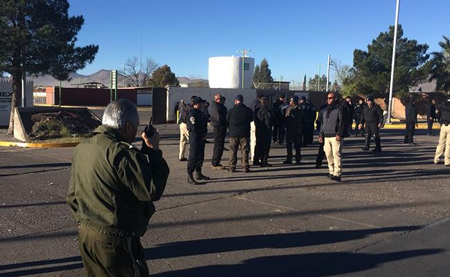 Policía Federal desaloja a barzonistas de planta de Pemex