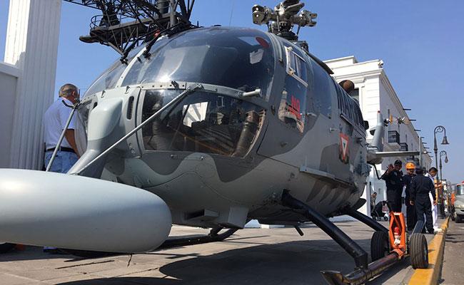 Dona Marina helicóptero a la UNAQ