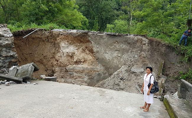 Lluvias colapsan puente en Chiapas