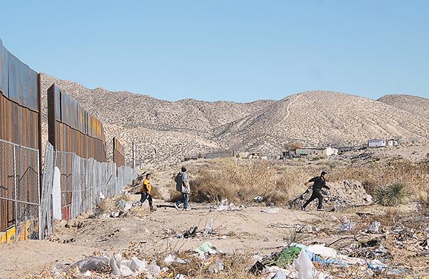 Niños evaden migra  para robar herramienta en obra del muro