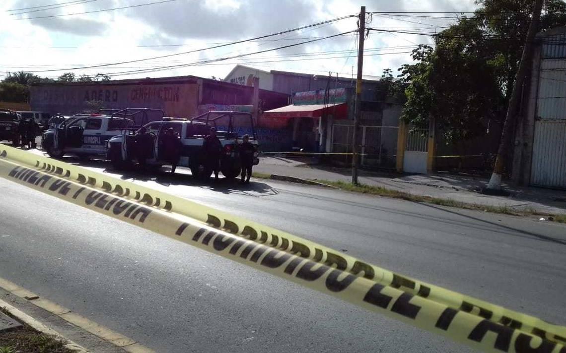 Dejan cuerpos destazados en bolsas afuera de un restaurante en Cancún