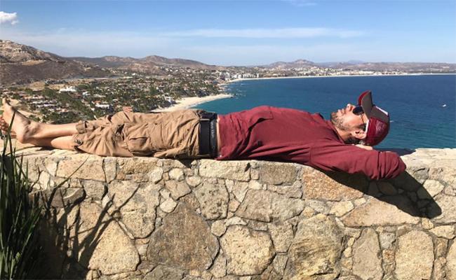 Enrique Iglesias disfruta del sol en Los Cabos