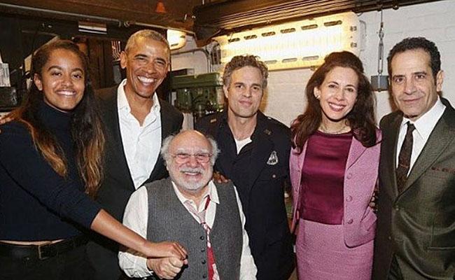 Obama y su hija Malia asisten a obra teatral de The Princeen Broadway