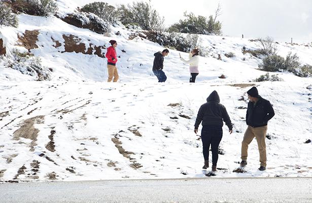 Cae tercera nevada en La Rumorosa