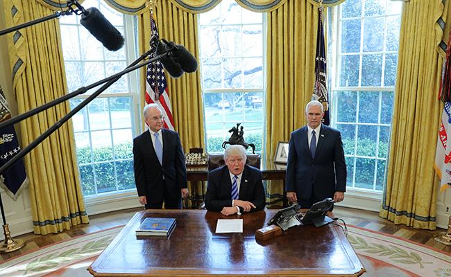 Obamacare explotará muy pronto: Trump sobre rechazo de nueva ley de salud