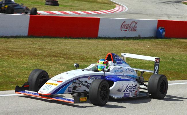 Pilotos RLP RacingRACING van por el podio al AHR