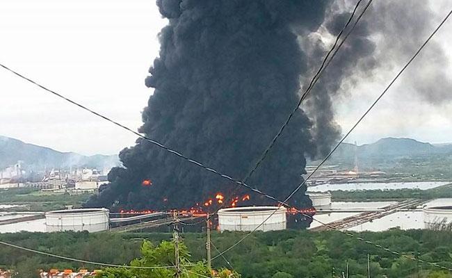 Muere trabajador en incendiode refinería de Salina Cruz