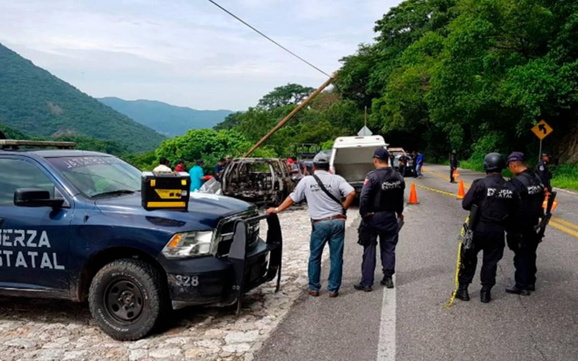 Hallan un cuerpo dentro de camioneta calcinada en la México-Acapulco