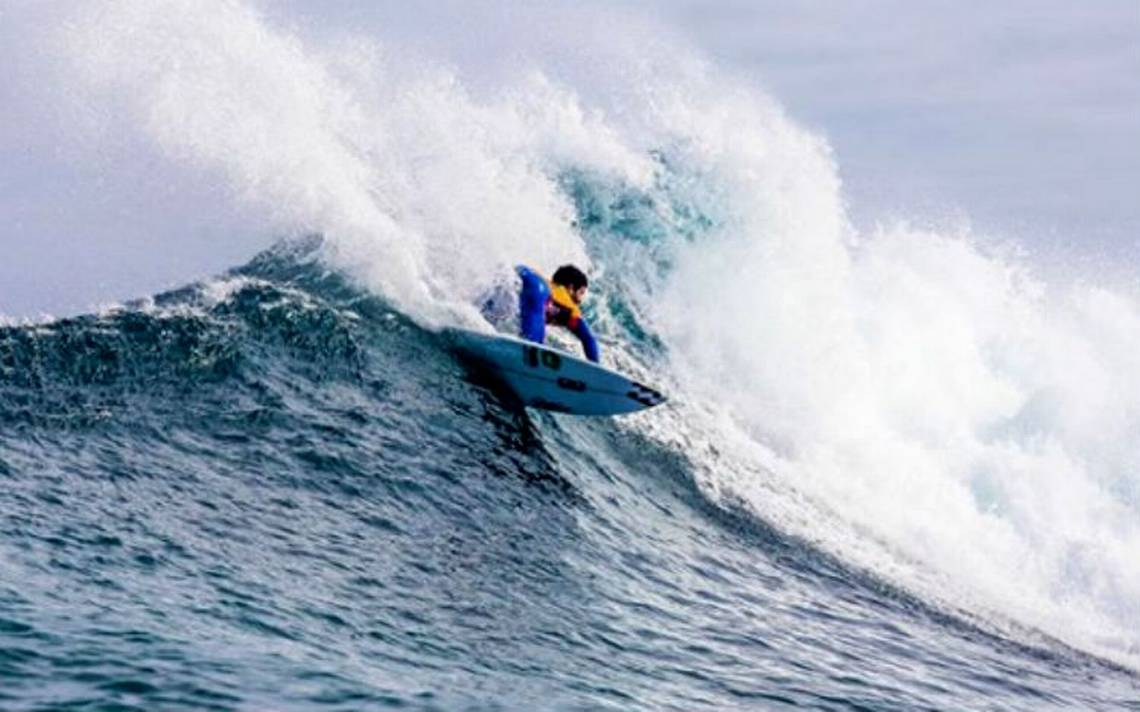 Tiburones atacan a dos surfistas en pleno campeonato mundial
