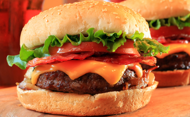 Subastan hamburguesa por 10 mil dólares en Dubai