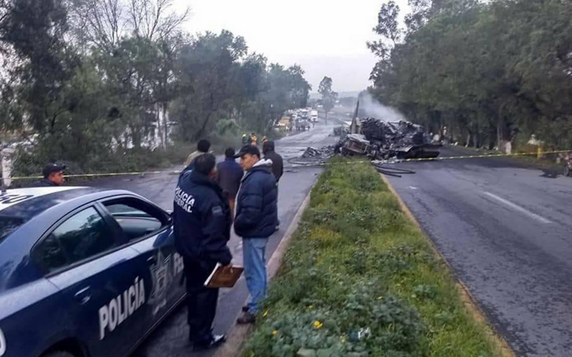 Cierran carretera Lechería-Texcoco tras accidente de tráiler; hay dos muertos