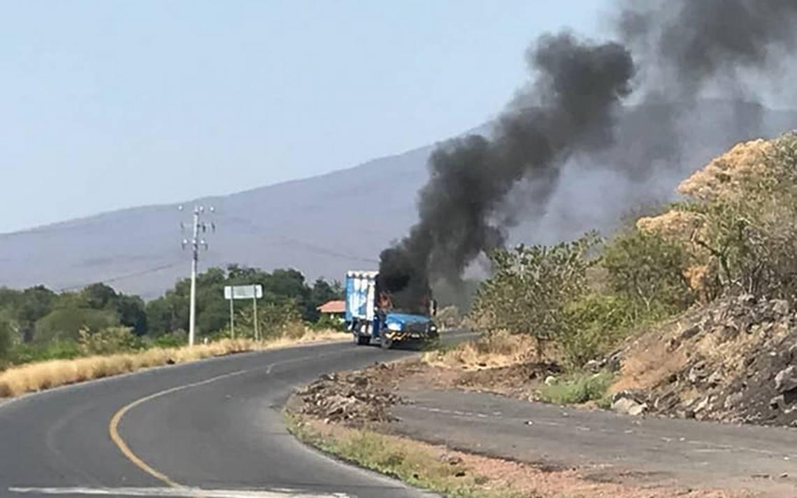 Bloquean vialidades en Michoacán tras detención de líder criminal