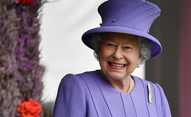 Guardia de seguridad trata de dispararle a la reina Isabel II