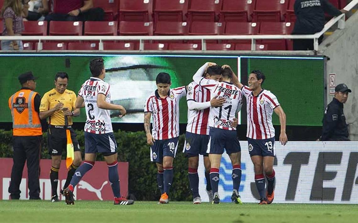 Chivas entrenó con la ausencia de Raúl Gudiño