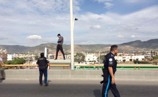 Policías convencen a joven de no suicidarse en León