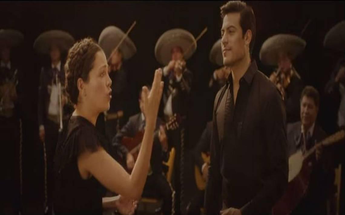 """Natalia Lafourcade y Carlos Rivera estrenan video de """"Mexicana hermosa"""""""