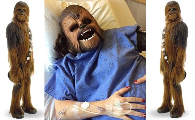 ¡Mujer usa máscara deChewbacca en pleno parto!