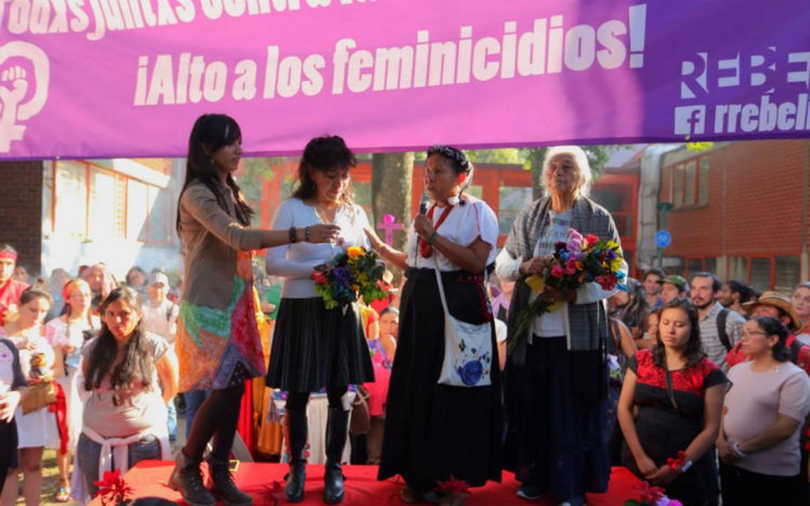 Marichuy recauda firmas en la UNAM