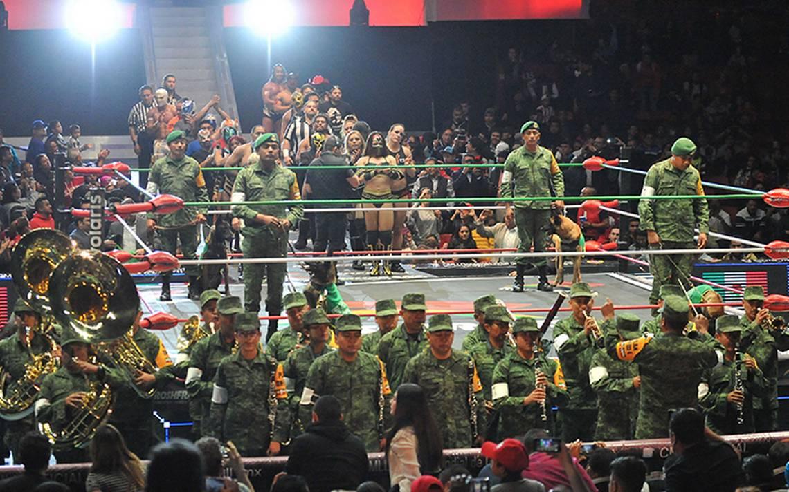 El CMLL reconoció a los Héroes Mexicanos