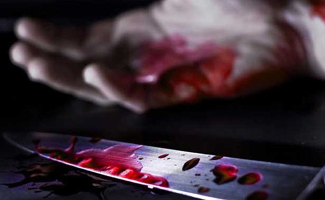 Asesina con 5 puñaladas a su primo por apagar la música