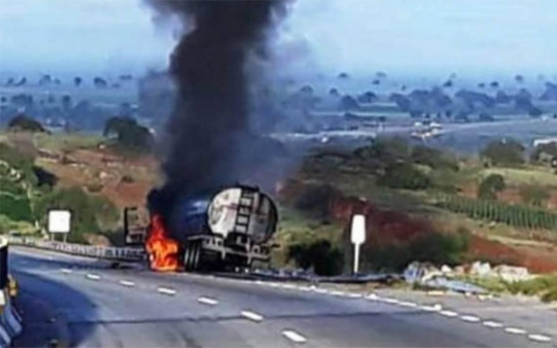 Accidente de pipa provoca cierre del Libramiento Norte en la CDMX