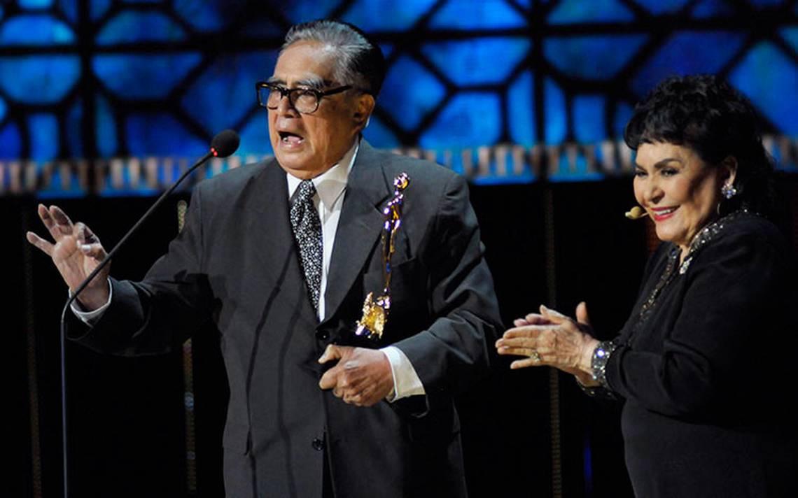 Ernesto Gómez Cruz sigue hospitalizado por neumonía