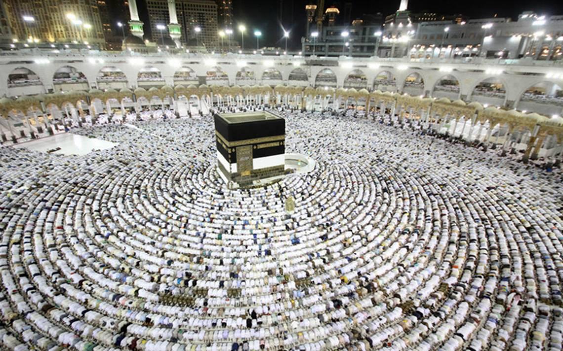 [Video] Hombre se lanza desde el techo de la gran mezquita en La Meca y muere