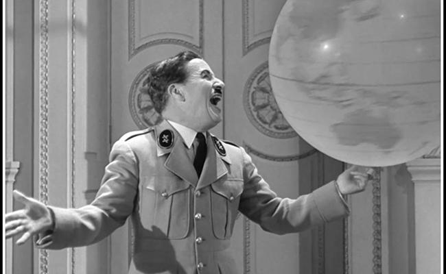 Política exterior de EU  como la de Charlie Chaplin