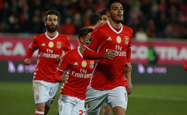 Raúl Jiménez vuelve anotar y le da la victoria al Benfica