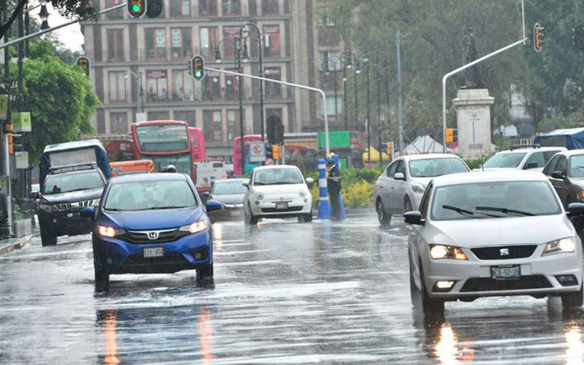 Lluvia genera caos vial en el Valle de México; Metro, con marcha lenta